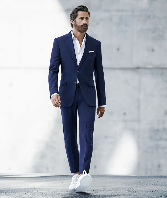 musko-vjencano-odijelo-tenisice